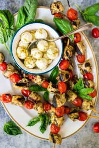 Easy-Grilled-Pesto-Chicken-Skewers-with-tomato